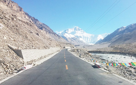 The Road Conditions to Mt Everest Base Camp Tibet