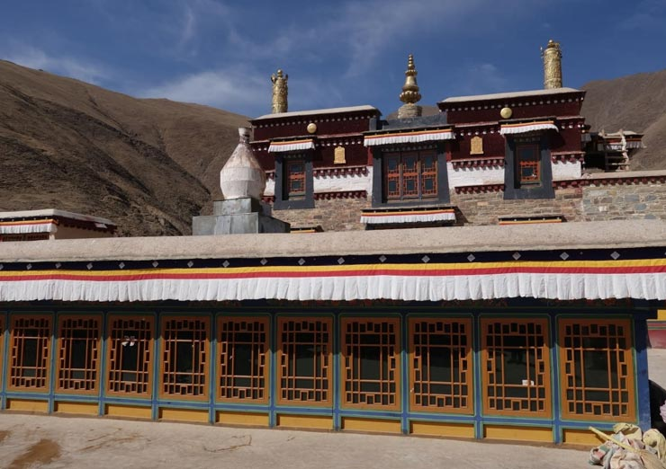 Mindroling Monastery is the largest and most important Nyingmapa monastery in central Tibet.