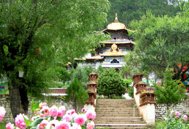 Visit the Lamaling Temple in Bayi