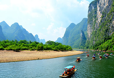 Enjoy bamboo cruise on Live River