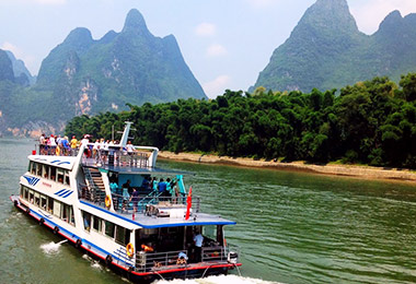 Experience Li River cruise from Guilin to Yangshuo