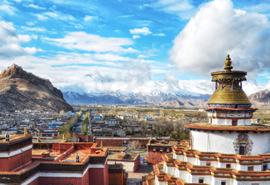 The highlight of a visit to Gyantse is the magnificent tiered Kumbum which has 77 chapels on 6 floors
