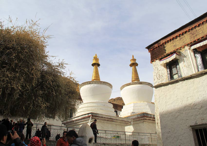 Pilgrims often circle  white stupas in  Tashilumpo Monastery to pray for Buddha's blessing.