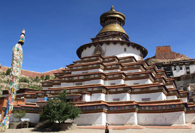 Visit the splendid Kumbum Stupa in Pelkor Monastery.