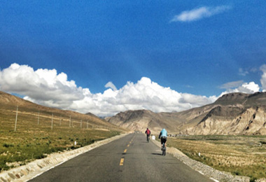 On the way to Shigatse, you may see some travelers taking their cycling trip.