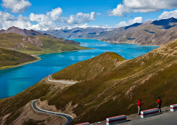 The marvelous Yamdrok Lake is one of the four holy lakes in Tibet.