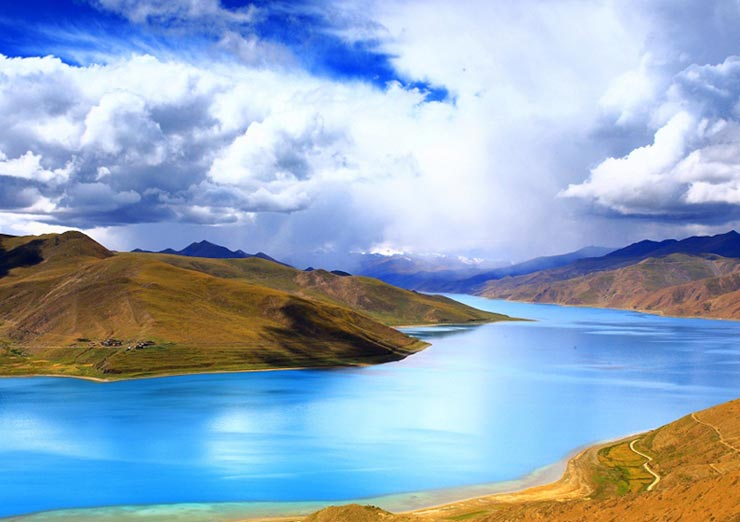 Marvel at the turquoise waters of Yamdrok-tso Lake