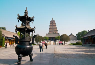 Big Wild Goose Pagoda is a Chinese-style architecture that combined with Buddhist historic statues and murals.