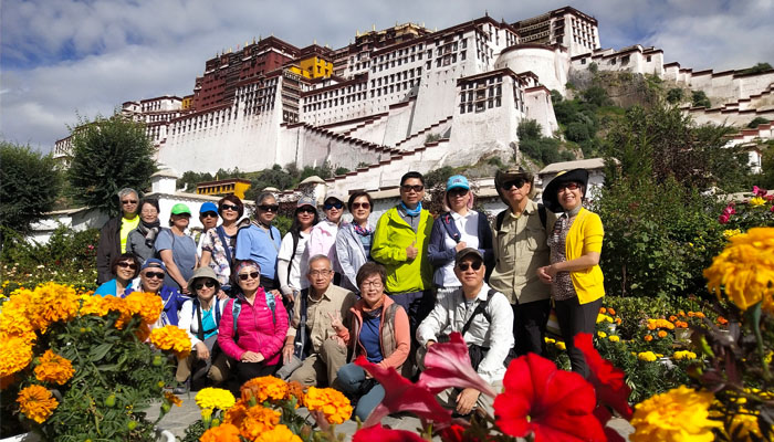 Malaysia clients visit Potala Palace in Tibet