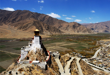 Yumbulakng overlooks fertile fields of the Yarlung Valley.