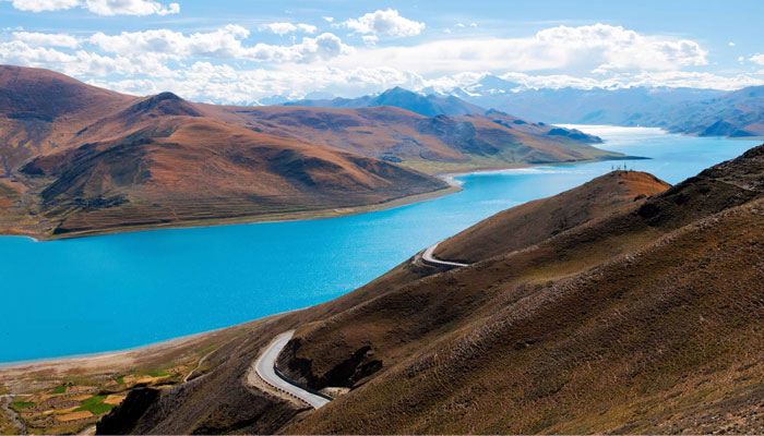 Yamdrotso Lake is the largest inland lake on the northern range of the Himalayas