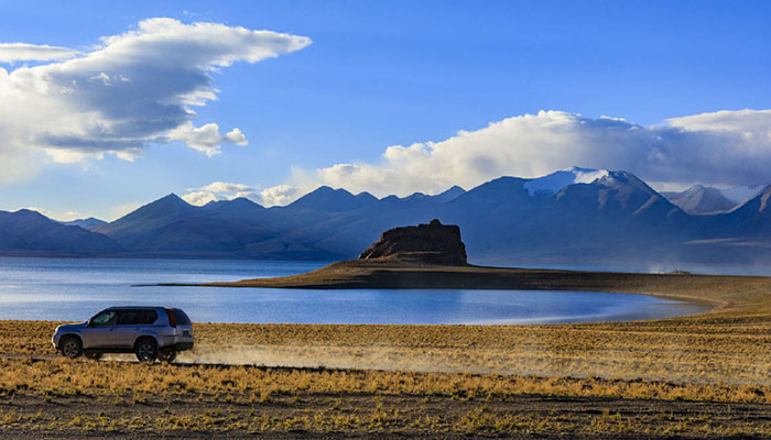 The road trip from Xinjiang to Tibet is extremely adventurous and mind boggling