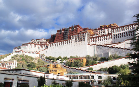 4 Days Wandering in Lhasa Tour: a Place to Pray