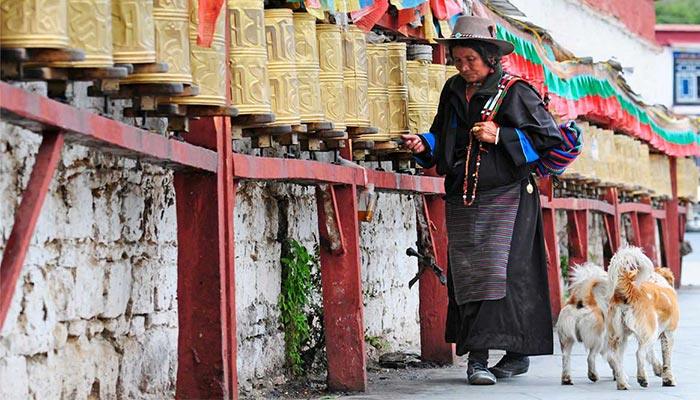 The Difference and Commons of Tibetan and Nepalese Cultural